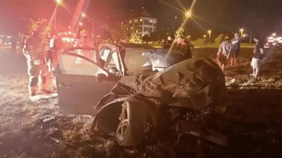 Audi ficou destruído após acidente em Brasília, no domingo. Suspeita é de que veículo participava de um racha - Corpo de Bombeiros do DF/Divulgação