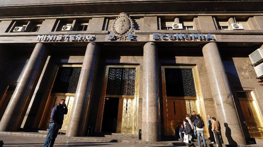 Sede do Ministério da Economia da Argentina, em Buenos Aires; país renegocia dívidas em meio à pandemia - Enrique Marcarian