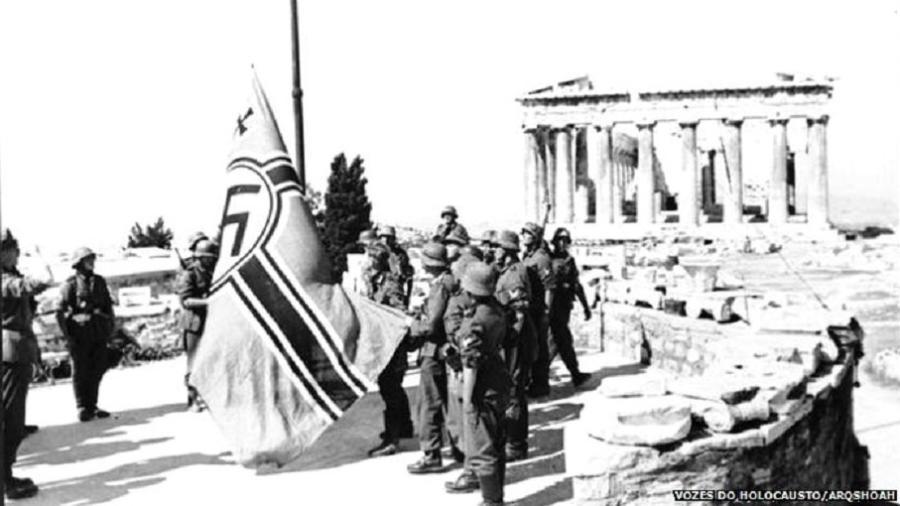 Nazistas na Acrópole durante a ocupação da Grécia pela Alemanha - Vozes do Holocausto/Arqshoah