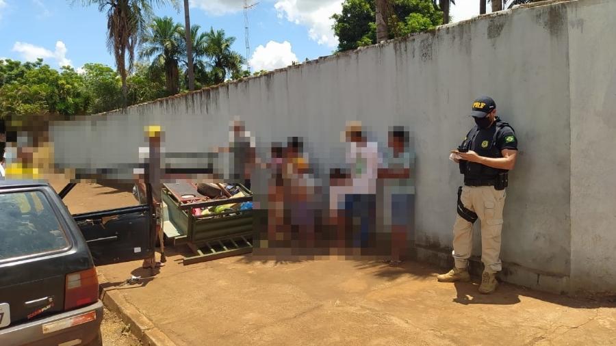 PRF flagra 11 pessoas em um uno na cidade de Acreúna (GO) - Divulgação/PRF