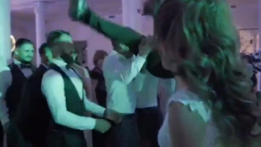 Os noivos estavam dançando na festa quando um grupo de amigos do noivo decide suspendê-lo e lançá-lo ao ar - Colaboração para o UOL, em Santos
