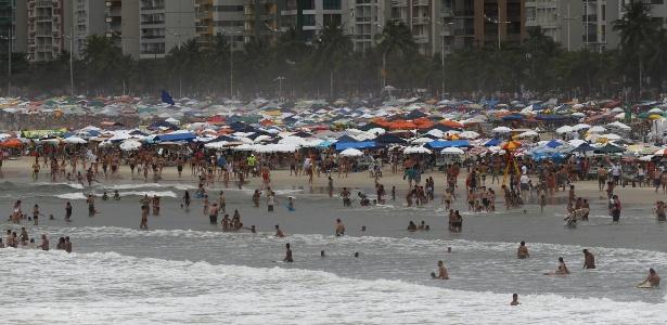 Banhistas encontraram pé humano na praia de Pitangueiras, no Guarujá