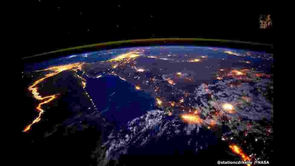 2.mar.2016 - Após passar um ano no Espaço, o astronauta Scott Kelly voltou à Terra. Da Estação Espacial Internacional, Scott compartilhou imagens fantásticas de nosso planeta via Twitter e Instagram, além de vídeos mostrando a rotina no Espaço. Veja uma seleção de algumas das melhores fotos - @Stationcdrkelly/Nasa