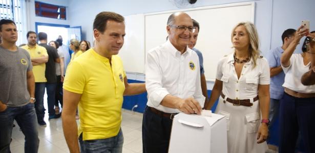 Geraldo Alckmin ao lado de João Dória durante votação de prévia do PSDB