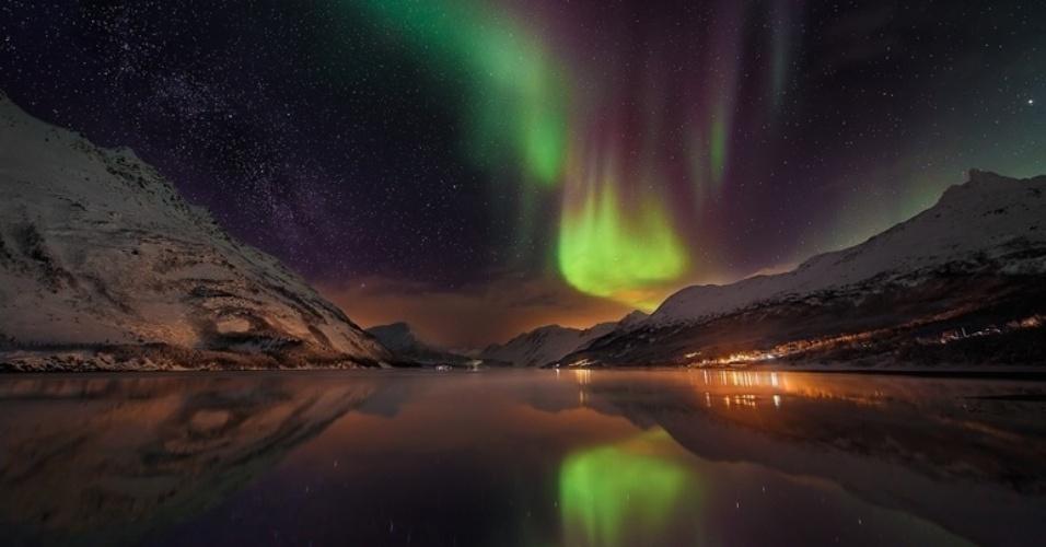 1°.abr.2016 - A aurora boreal sobre a Laksvatn Fjord, Noruega, em foto de de Matt Walford. Fotógrafos podem se inscrever pela internet em www.rmg.co.uk/astrophoto Todas as imagens foram cedidas pelo Observatório Real de Greewich