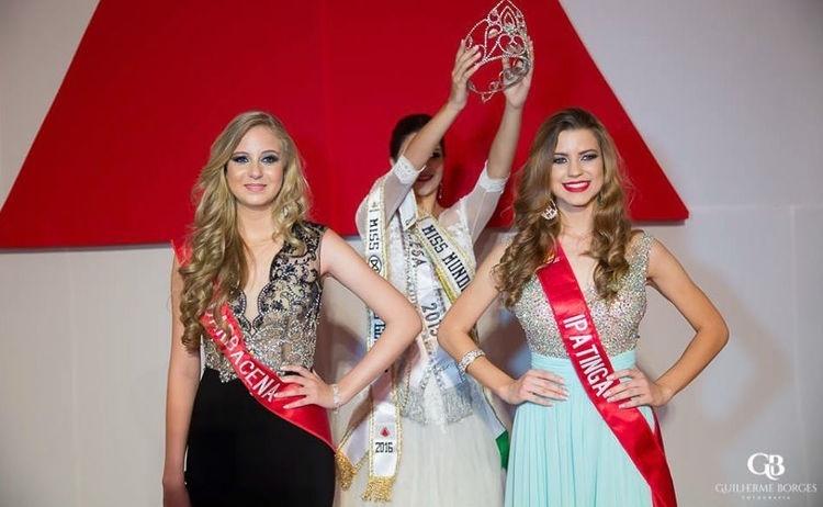 19.abr.2016 - Tendo que optar entre a carreira na Marinha e os compromissos como Miss Mundo Minas Gerais 2016, Amanda Antunes (à esq.) decidiu renunciar ao título