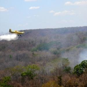 Avião usado pelo Corpo de Bombeiros para apagar focos de incêndio em Teresina - Prefeitura de Teresina