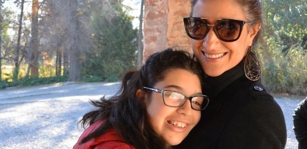 A empresária Carolina Felício com a filha Júlia, de 17 anos - três negativas de matrícula e luta por educação em instituição regular