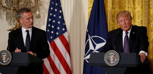 Donald Trump ao lado do secretário-geral da Otan, Jens Stoltenberg