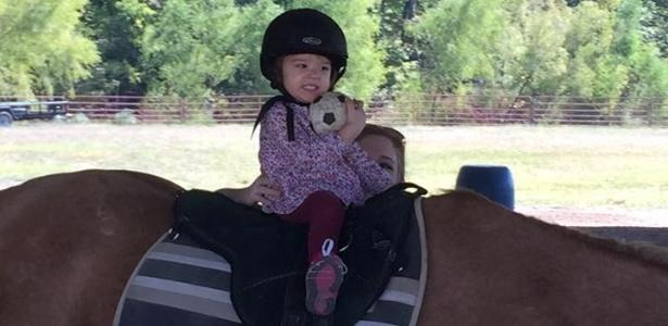 Eden Carlson recuperou movimentos após um tratamento com oxigênio nos EUA