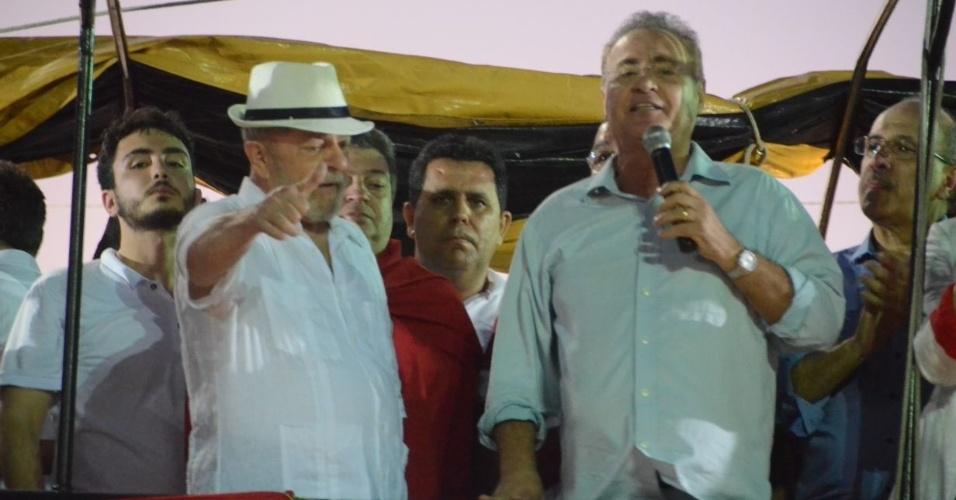 22.ago.2017 - Senador Renan Calheiros (PMDB-AL) e o governador de Alagoas Renan Filho (PMDB) recepcionam o ex-presidente Lula em Penedo (AL)