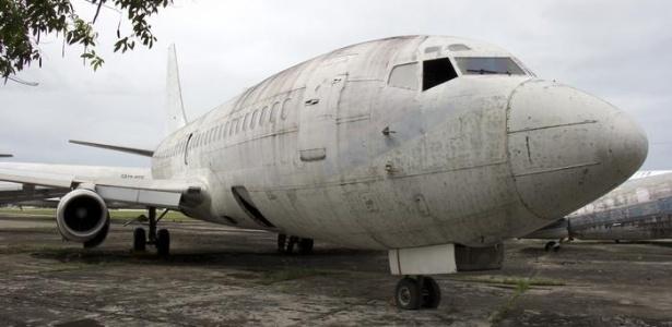 Avião conhecido como Landshut está sendo desmontado em Fortaleza