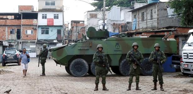 Exército participa de operação na favela Kelson's, na Penha, zona norte do Rio