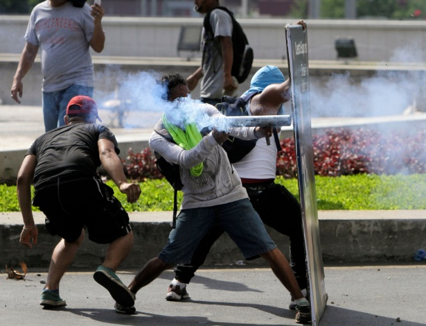 Estudantes protestos na capital Managua contra as reformas do presidente Daniel Ortega - Inti Ocon/AFP