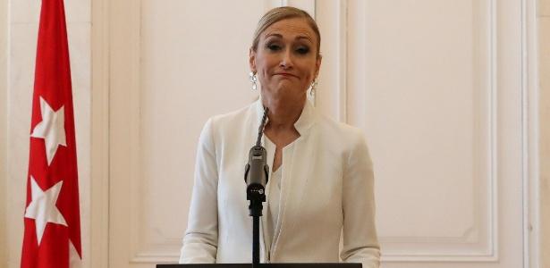 A governadora de Madri, Cristina Cifuentes, ao anunciar a renúncia  - Susana Vera/Reuters