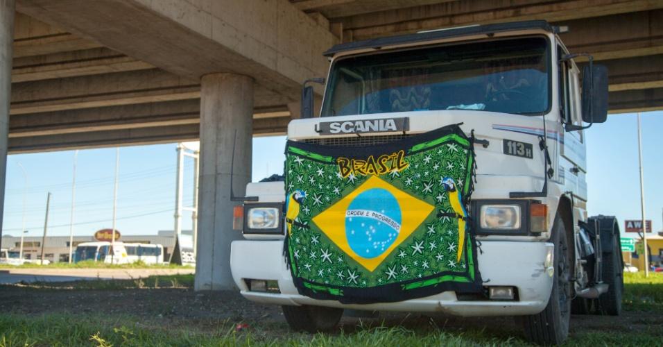 Caminhoneiros de Santa Catarina protestam na entrada principal de Imbituba