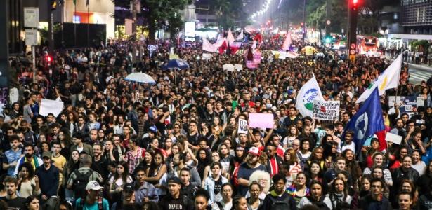 """Manifestantes realizam protesto de """"resistência"""" ao governo eleito de Jair Bolsonaro (PSL) na Avenida Paulista, em São Paulo"""