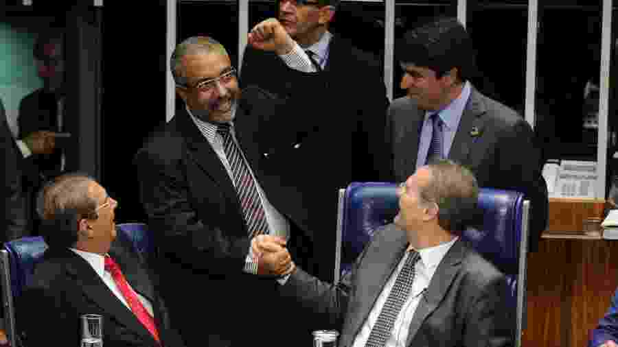 Caso as regras fossem alteradas, 5 senadores não poderiam concorrer para uma nova legislatura, incluindo Renan Calheiros e Paulo Paim - Waldemir Barreto 28.abr.2015 /Agência Senado