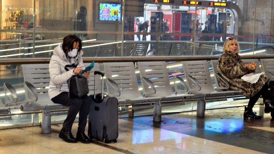 Coronavírus: Pedestres usam máscaras de proteção na cidade de Milão, na Itália - Josi Donelli/The News2/Estadão Conteúdo