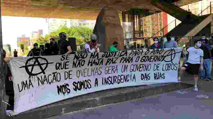31.mai.2020 - Faixa com crítica ao governo Jair Bolsonaro é exibida em protesto na avenida Paulista, em São Paulo - Aiuri Rebello/UOL