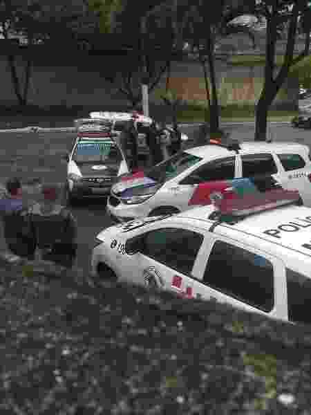 Policiais militares durante operação que encontrou corpo de mulher decapitada em São Paulo - Reprodução