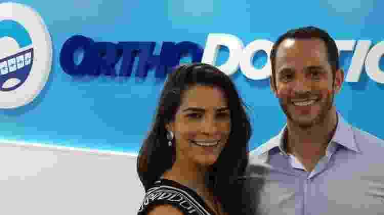 Amanda Malucelli, ex-servidora da Justiça do PR, abriu com o marido, Fernando, duas franquias da OrthoDontic - Divulgação - Divulgação