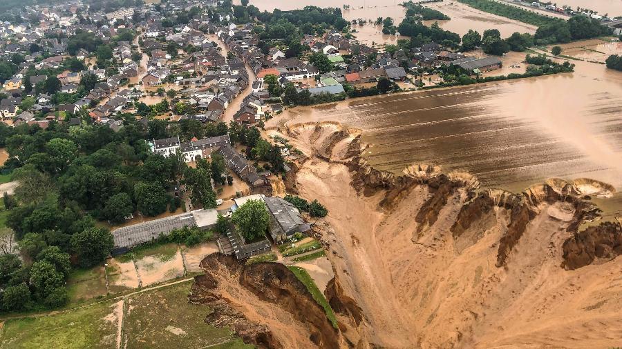 Vista aérea de cidade Erftstadt-Blessem, uma das mais afetadas pelas chuvas e inundações que atingiram a Alemanha - Reuters /Rhein-Erft-Kreis