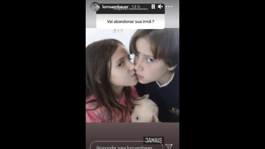 """Foto publicada pelo irmão de Lorraine Cutier Bauer Romeiro, de 19 anos, conhecida como """"Gatinha da Cracolândia"""", mostra os dois juntos, quando criança - Reprodução/Instagram"""