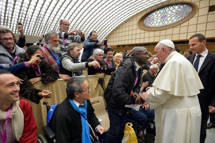 Homem suspeito de matar padre francês já se encontrou com o papa Francisco