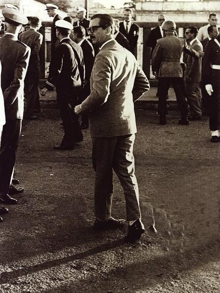 Jânio Quadros na ponte que liga Uruguaiana (RS) a Libres, na Argentina, em 21 de abril de 1961 - Erno Schneider/Divulgação