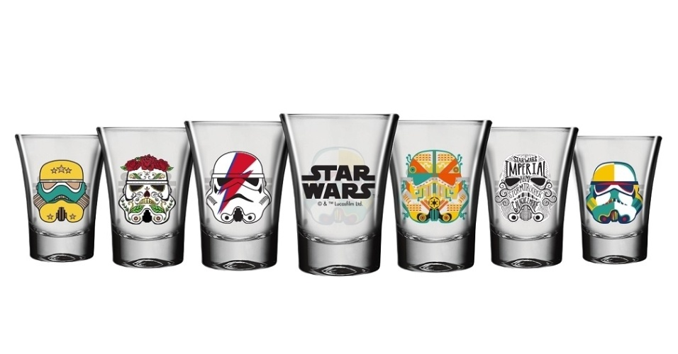 Estojo com seis copo de shot com os capacetes dos Stormtroopers, desenhados por designers de várias partes do mundo, da Nadir Figueiredo. O estojo custa R$ 49,90