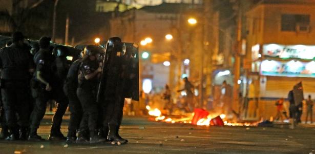 Resultado de imagem para Confronto entre polícia e manifestantes no Centro do Rio de Janeiro
