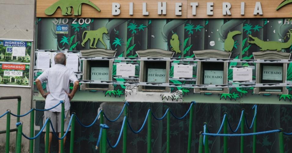 14.jan.2016 - O Ibama (Instituto Brasileiro de Meio Ambiente) fechou o acesso de visitantes ao zoológico do Rio de Janeiro devido às más condições de funcionamento do local. A Secretaria Municipal de Meio Ambiente, responsável pela Fundação RioZoo, que administra o local, receberá uma multa diária de R$ 1.000 até regularizar a situação da instituição