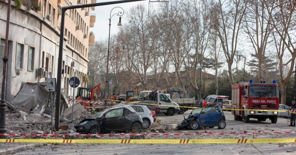 23.jan.2016 - Parte de um prédio desaba em Roma. Segundo informações da imprensa local, uma explosão destruiu o terceiro andar do imóvel. Não há informações sobre feridos