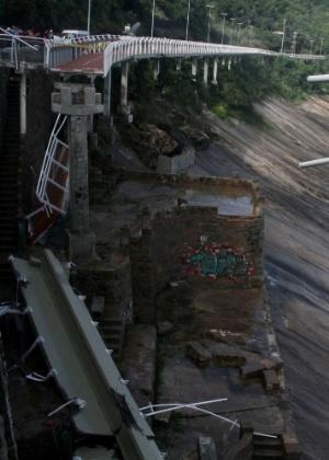Trecho de 50 metros da ciclovia Tim Maia, na avenida Niemeyer, em São Conrado, na zona Sul do Rio, desabou. - José Lucena/Futura Press/Estadão Conteúdo