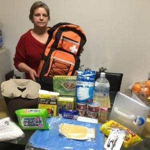 Gracete Suzuki, 62, montou um kit terremoto para cada membro da família