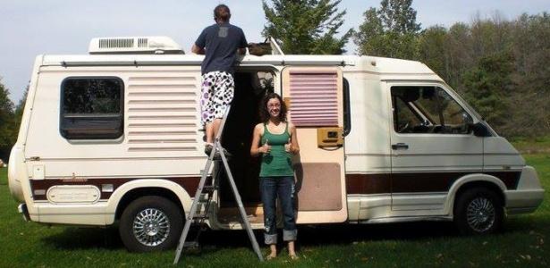 O casal Pete e Kara morou em um trailer no estacionamento do Google por dois anos
