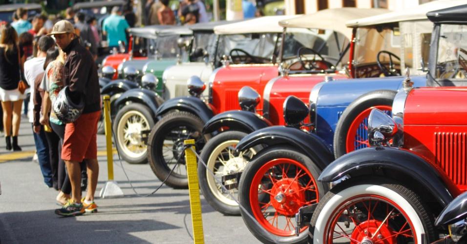 26.jun.2016 - Exposição de carros antigos acontece no Centro Histórico de Santana de Parnaíba, no interior de São Paulo. O evento é anual e ocorre sempre no último domingo do mês de junho