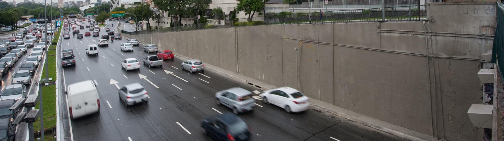 19.jan.2017 - Paredes da avenida 23 de Maio, na região central de São Paulo. Algumas já estão pintadas dentro do programa