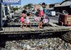 Uma década após sanção de lei, uma em três casas do país ainda não tem esgoto (Foto: Beto Macário/UOL)