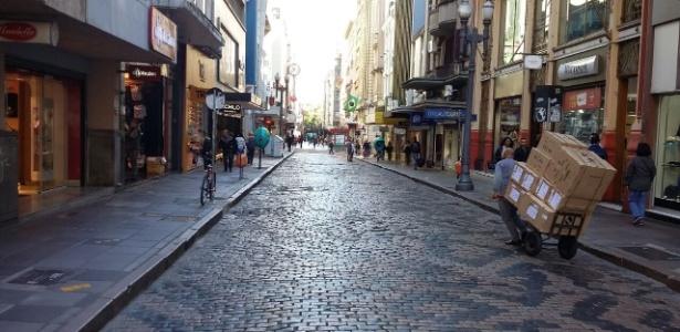 Comércio de rua de Porto Alegre tem movimento abaixo da média - Flavio Ilha/UOL