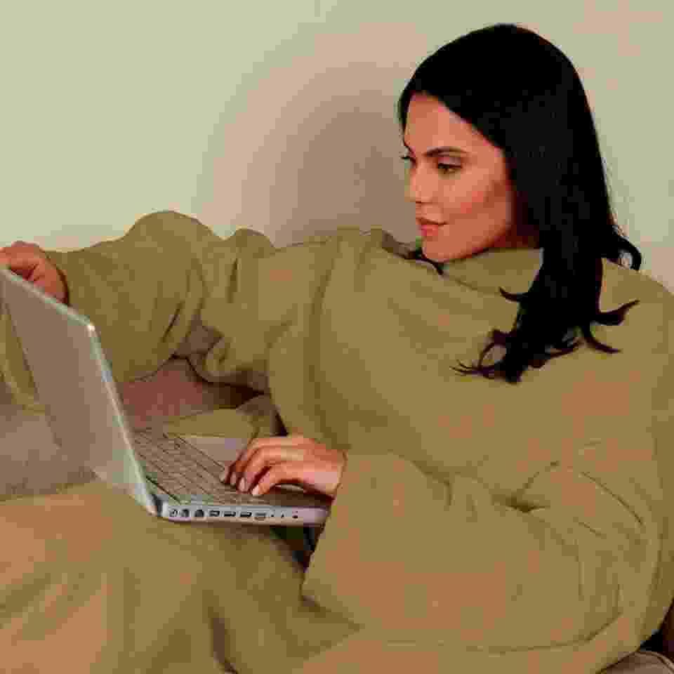 Cobertor com manga, da marca Zona Criativa, criada pela empresa Pillowtex, do empresário Mahmoud El Orra - Divulgação