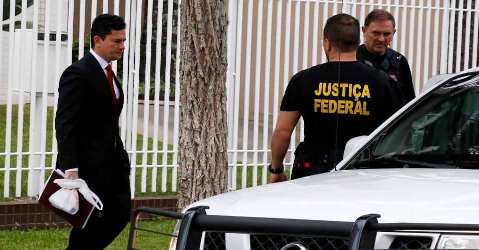 O Juiz Federal Sergio Moro deixa a sua casa em Curitiba, a caminho da Policia Federal, onde vai interrogar o ex-presidente Luiz Inacio Lula da Silva
