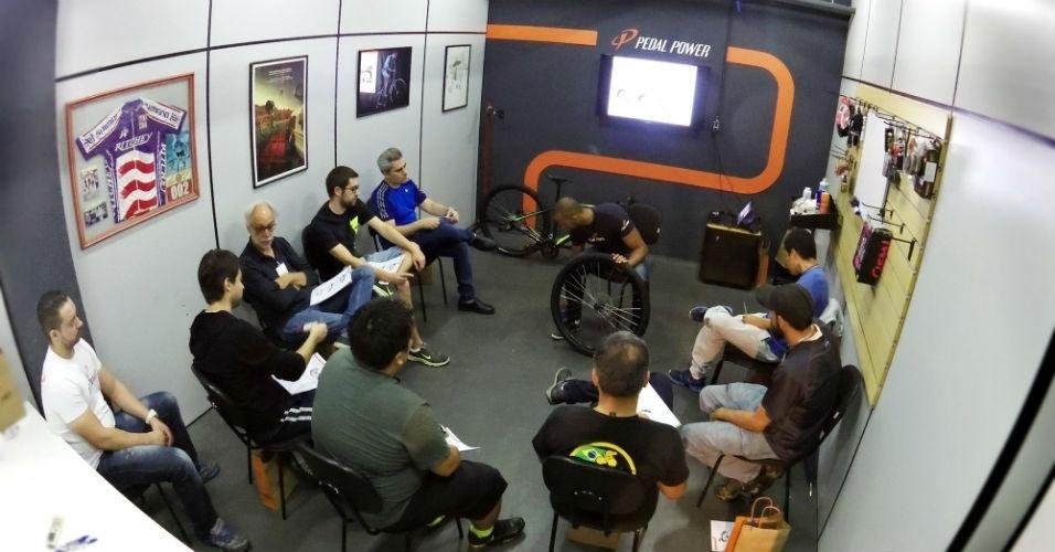 Curso de mecânica de bicicleta na Pedal Power