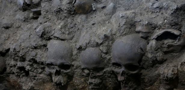 Por 500 anos, os crânios ficaram intactos sob o solo da antiga capital asteca