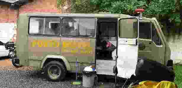 Suspeitos de crimes são mantidos em carros da Brigada Militar - UGEIRM-Sindicato - UGEIRM-Sindicato