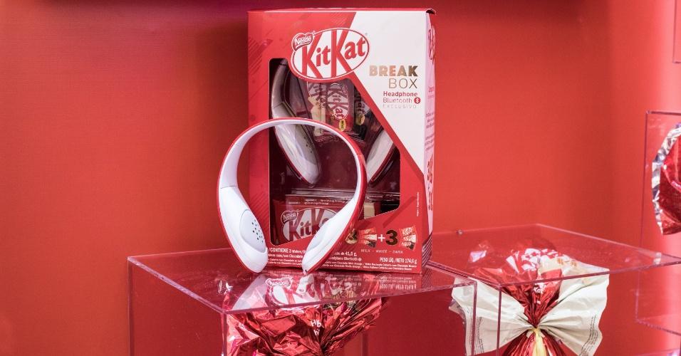 Kitkat com fone de ouvido
