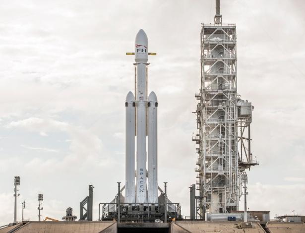 Após anos de atraso, o Falcon Heavy, capaz de transportar mais de 63 mil quilos para órbita terrestre baixa, pode ser lançado até o final de janeiro - SpaceX/The New York Times