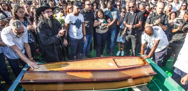 Enterro do sargento Carlos Eduardo Gomes Cardoso neste domingo (29)