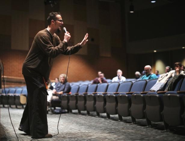 Pastor Shane Claiborne prega em escola na cidade de Lynchburg